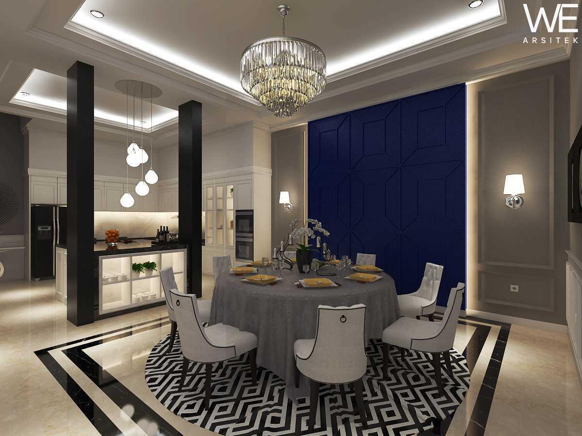 We Arsitek Jh's Residence - Classic Style Medan, Kota Medan, Sumatera Utara, Indonesia Medan, Kota Medan, Sumatera Utara, Indonesia Dining Room Klasik 45812