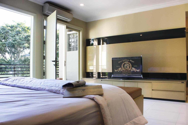 Foto inspirasi ide desain rumah kontemporer Haliem-graha-family-j-11-1 oleh KOMA di Arsitag