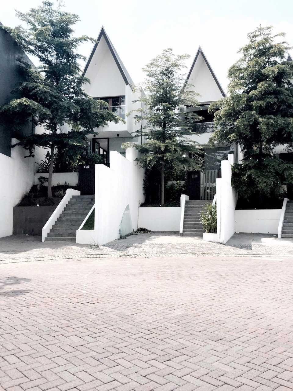 Foto inspirasi ide desain perpustakaan kontemporer Photo-29773 oleh KOMA di Arsitag