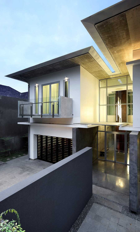 Irianto Purnomo Hadi Swiss Embassy  Jakarta, Indonesia Exterior View Kontemporer 30240