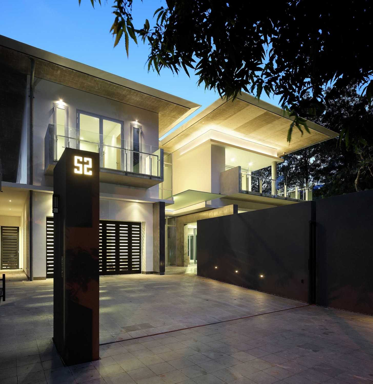 Irianto Purnomo Hadi Swiss Embassy  Jakarta, Indonesia Terrace Kontemporer 30255