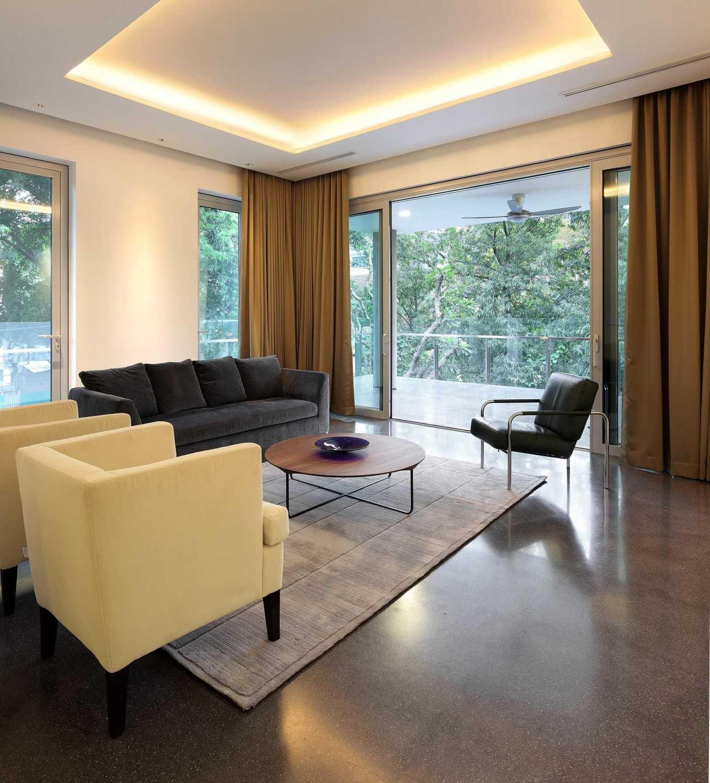 Foto inspirasi ide desain ruang keluarga kontemporer Living room oleh Irianto Purnomo Hadi di Arsitag