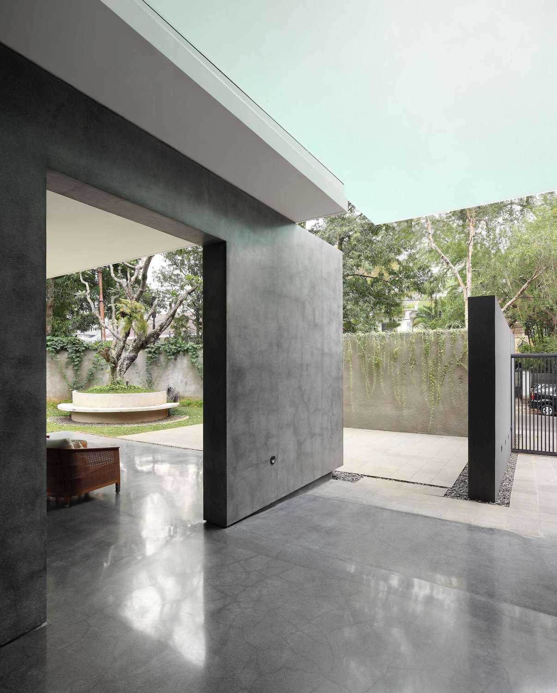 Irianto Purnomo Hadi Swiss Embassy  Jakarta, Indonesia Terrace Kontemporer 30261