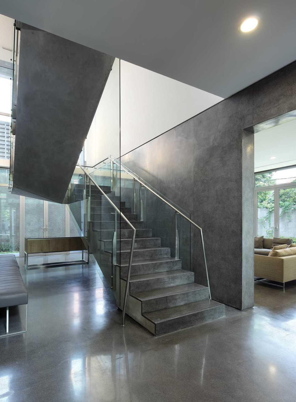 Irianto Purnomo Hadi Swiss Embassy  Jakarta, Indonesia Staircase Kontemporer 30271