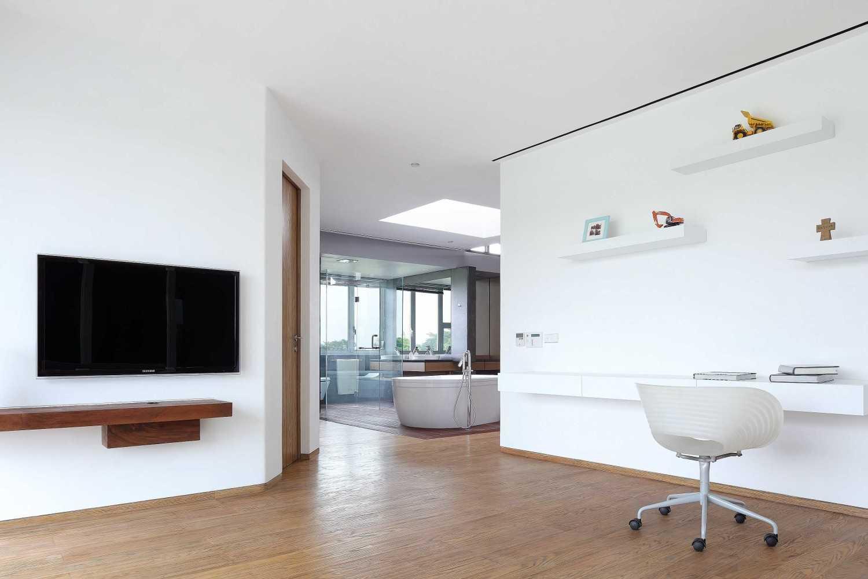 Foto inspirasi ide desain ruang belajar Study room oleh Irianto Purnomo Hadi di Arsitag