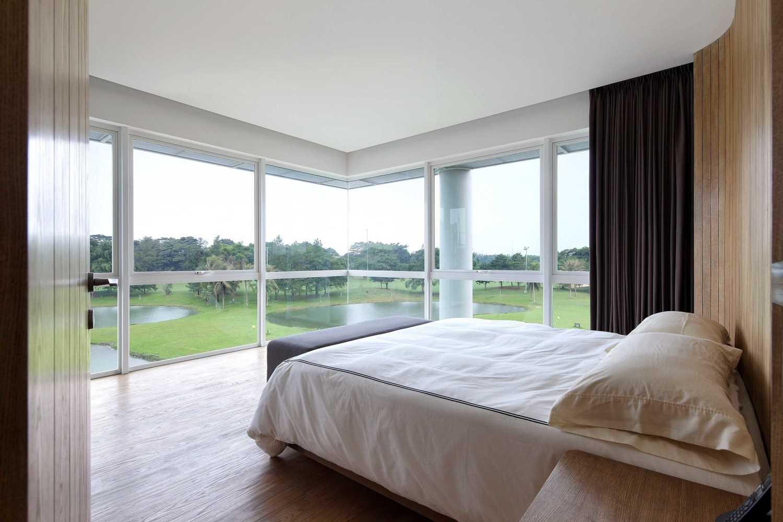 Foto inspirasi ide desain kamar tidur Bedroom oleh Irianto Purnomo Hadi di Arsitag