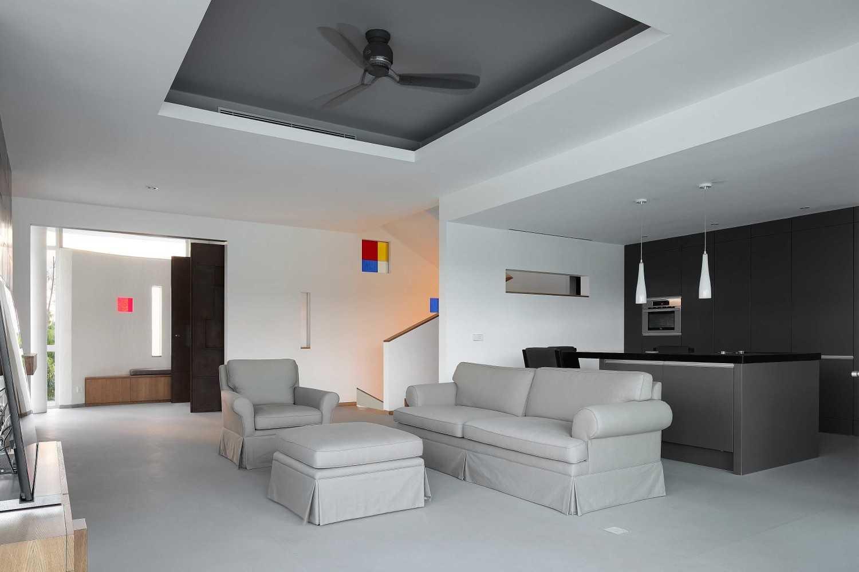 Foto inspirasi ide desain ruang keluarga Family room oleh Irianto Purnomo Hadi di Arsitag