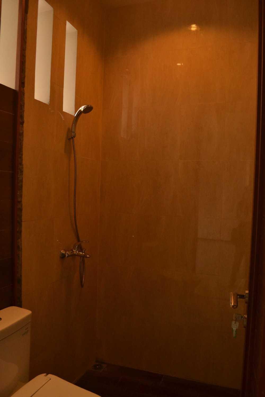 Smarchdesign12 Tropical Jalan Graha Bintaro, Pondok Aren, Pd. Pucung, Pd. Aren, Kota Tangerang Selatan, Banten 15229, Indonesia Jalan Graha Bintaro, Pondok Aren, Pd. Pucung, Pd. Aren, Kota Tangerang Selatan, Banten 15229, Indonesia Bathroom Tropis 38601