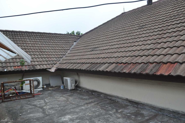 Foto inspirasi ide desain atap asian Banguna eksisting oleh Smarchdesign12 di Arsitag