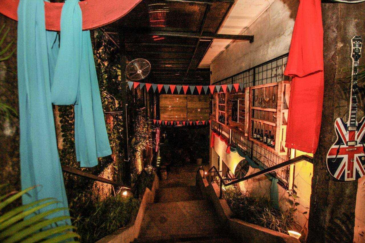 Foto inspirasi ide desain tangga industrial Stairs oleh Saka Design Lab di Arsitag