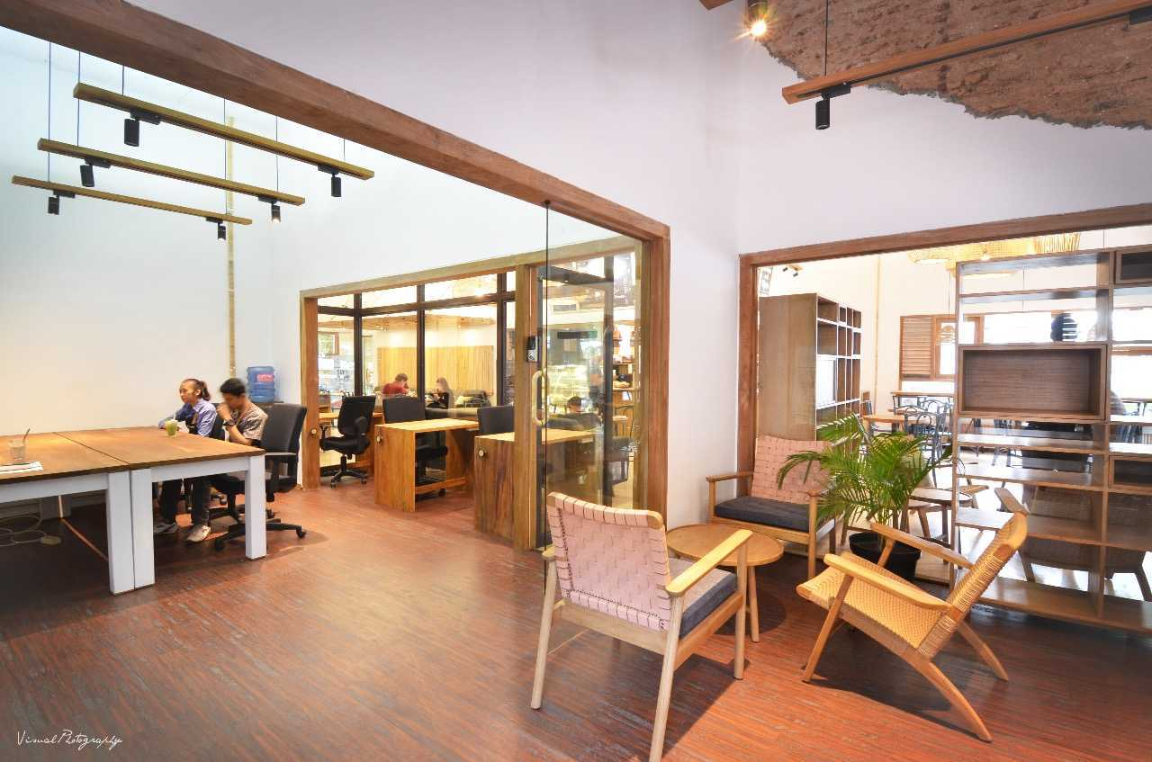 Saka Design Lab Makabana Creative Space & Coffee Shop Semarang, Kota Semarang, Jawa Tengah, Indonesia Semarang, Semarang City, Central Java, Indonesia Whatsapp-Image-2017-11-14-At-3  44688