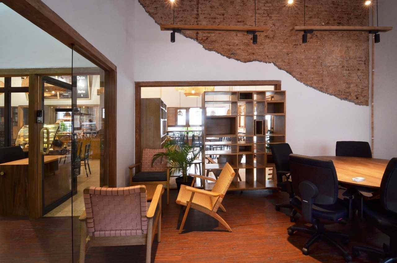 Saka Design Lab Makabana Creative Space & Coffee Shop Semarang, Kota Semarang, Jawa Tengah, Indonesia Semarang, Semarang City, Central Java, Indonesia Whatsapp-Image-2017-11-14-At-3  44695