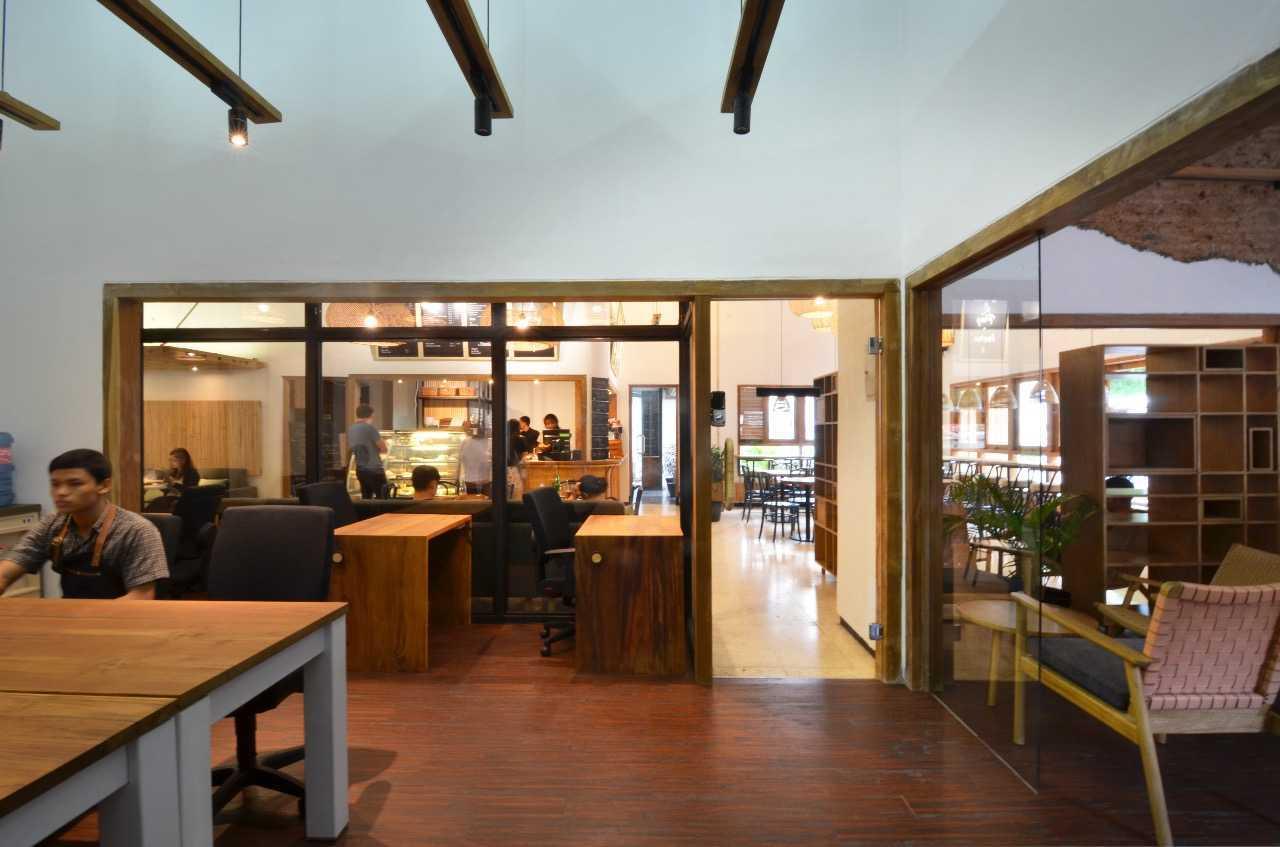 Saka Design Lab Makabana Creative Space & Coffee Shop Semarang, Kota Semarang, Jawa Tengah, Indonesia Semarang, Semarang City, Central Java, Indonesia Whatsapp-Image-2017-11-14-At-3  44697