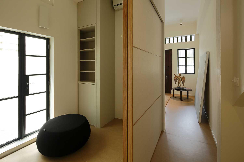Studio Dinding T Residence Singapura Singapura Corridor Contemporary,kontemporer 39329