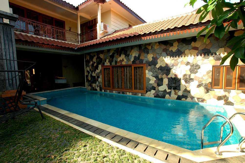 Foto inspirasi ide desain kolam asian Mt house oleh Triplus Homes di Arsitag