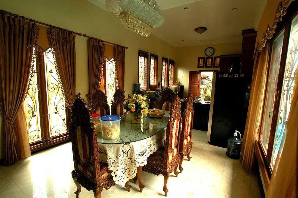 Foto inspirasi ide desain ruang makan asian Mt house - dining room oleh Triplus Homes di Arsitag