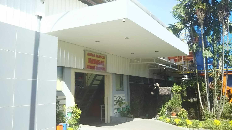 Foto inspirasi ide desain pintu masuk industrial Entrance oleh DAVAY DASVIDANIYA (PT Davay Sejahtera Indonesia) di Arsitag