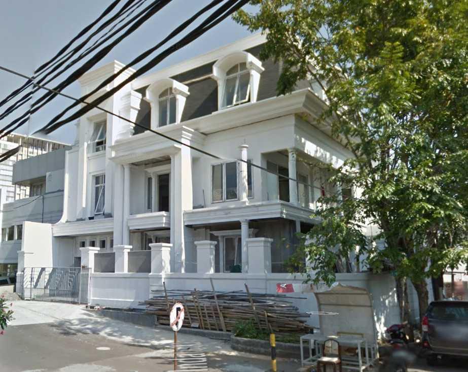 A N J A R S I T E K Modern Collonial House Kelapa Gading, North Jakarta City, Jakarta, Indonesia Kelapa Gading, North Jakarta City, Jakarta, Indonesia Facade-Exterior Klasik 35304