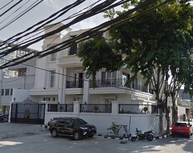 A N J A R S I T E K Modern Collonial House Kelapa Gading, North Jakarta City, Jakarta, Indonesia Kelapa Gading, North Jakarta City, Jakarta, Indonesia Facade-Exterior2 Klasik 36015