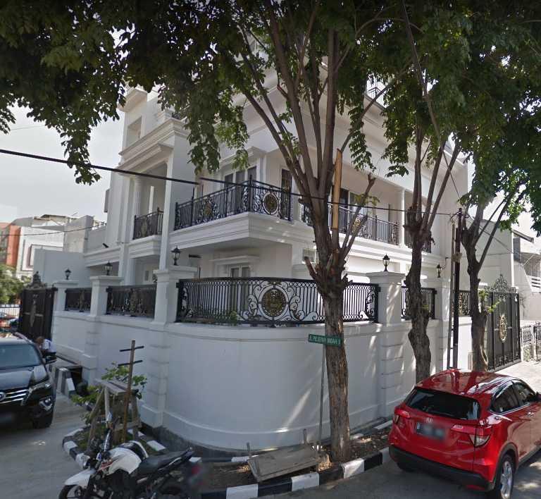 A N J A R S I T E K Modern Collonial House Kelapa Gading, North Jakarta City, Jakarta, Indonesia Kelapa Gading, North Jakarta City, Jakarta, Indonesia Facade-Exterior3 Klasik 36016