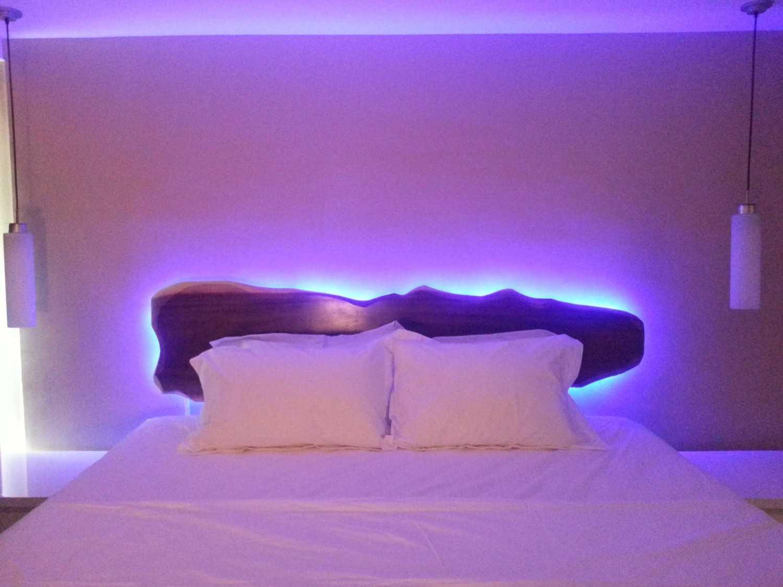 Foto inspirasi ide desain apartemen asian Bedhead oleh A N J A R S I T E K di Arsitag