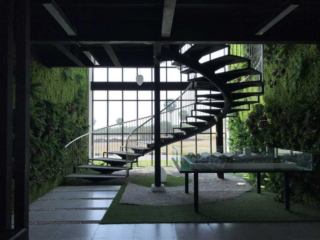 Foto inspirasi ide desain tangga industrial Thumbimg14281024 oleh ARDEA architects di Arsitag