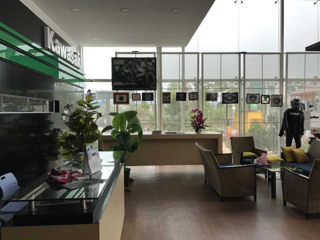 Ardea Architects Kawasaki Showroom - Umg Mandalay, Myanmar (Burma) Mandalay, Myanmar (Burma) Receptionist Area Modern 40452