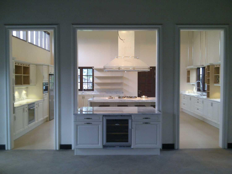 Mobalpa Kitchen Jakarta Villa C Jawa Barat, Indonesia Jawa Barat, Indonesia Intro Pantry Area Modern 37146