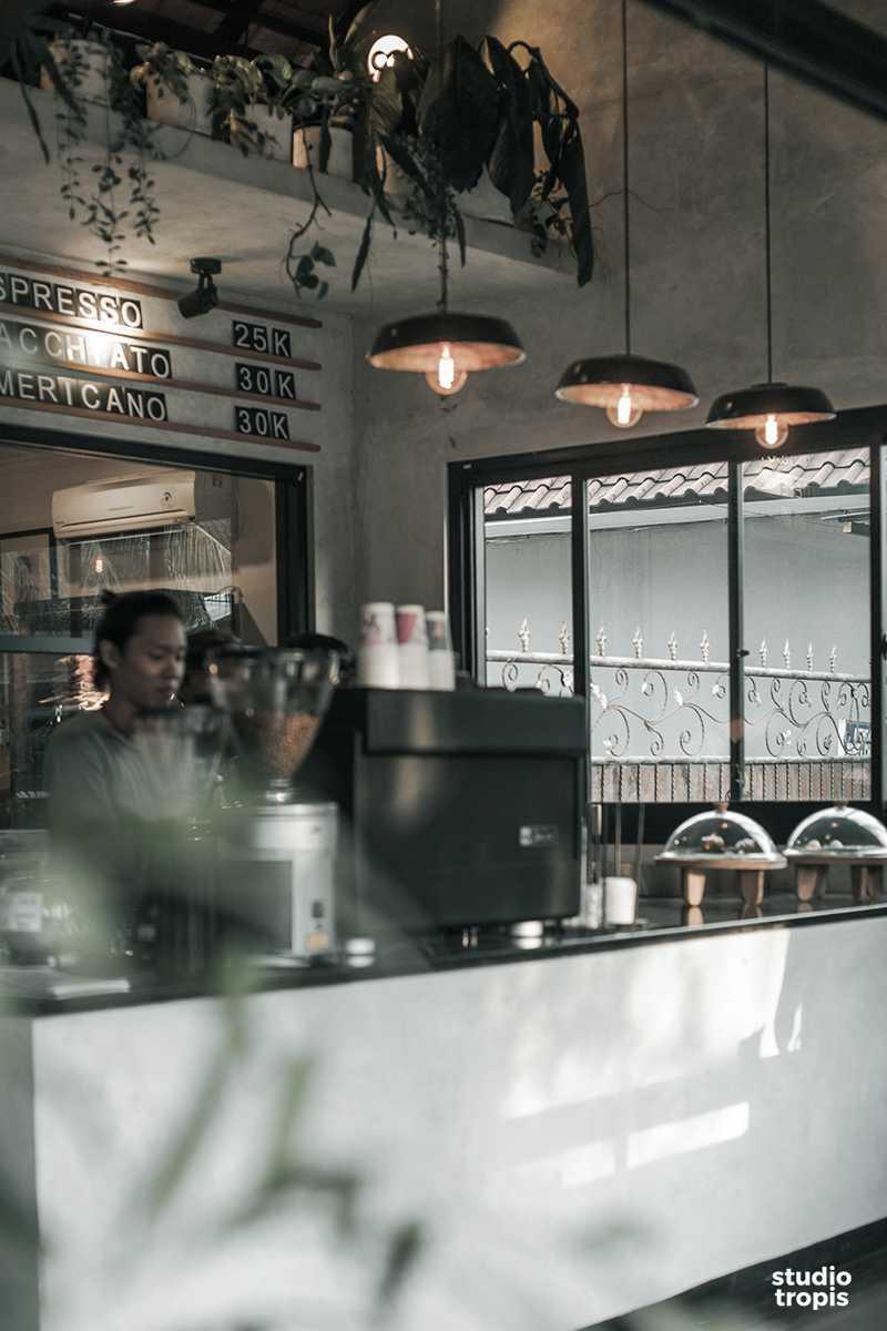 Studio Tropis Ritual Boutique & Coffee Seminyak Jl. Kayu Aya, Seminyak, Kabupaten Badung, Bali 80361, Indonesia Jl. Kayu Aya, Seminyak, Kabupaten Badung, Bali 80361, Indonesia Ritual-Coffee-Boutique-03 Tropis,industrial,kontemporer,modern 36695