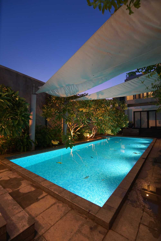.nicky Setiabudi Architect (Muse  Design) Pl House Kabupaten Tuban, Jawa Timur, Indonesia Kabupaten Tuban, Jawa Timur, Indonesia Pool Area  50011