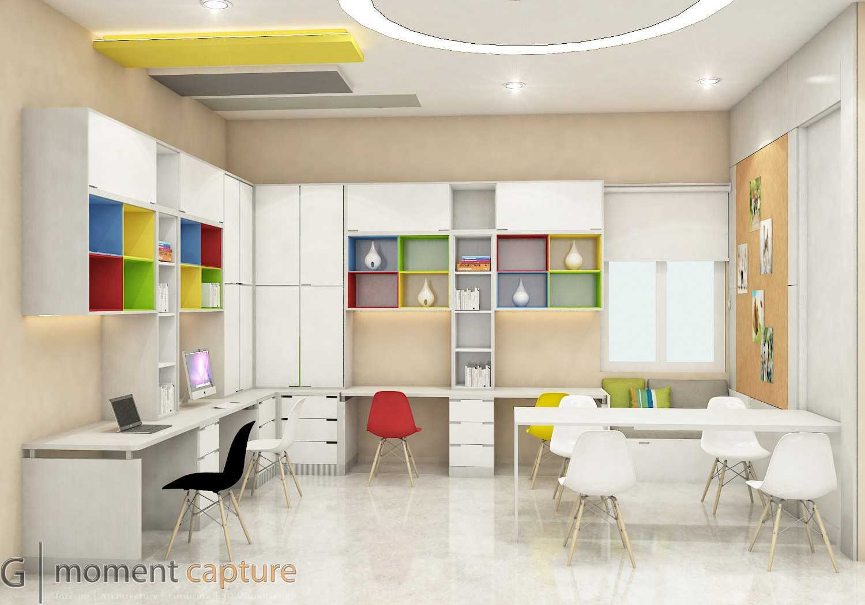 Foto inspirasi ide desain ruang belajar modern Ruang belajar oleh G | Momentcapture di Arsitag