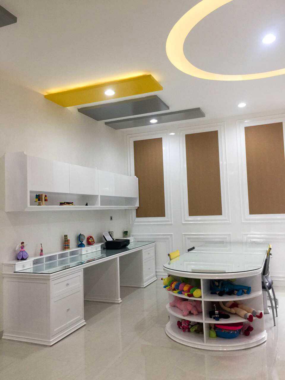 Foto inspirasi ide desain ruang belajar modern Private residence oleh G | Momentcapture di Arsitag