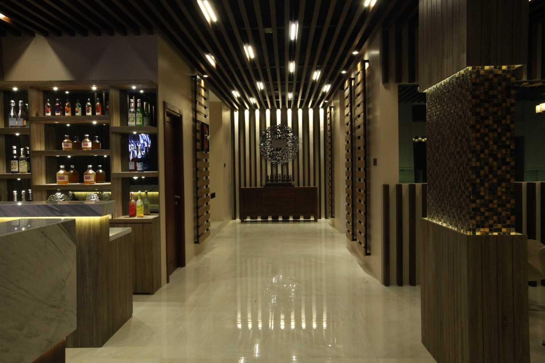 Foto inspirasi ide desain koridor dan lorong tradisional Interior view oleh PT DEKORASI HUNIAN INDONESIA di Arsitag