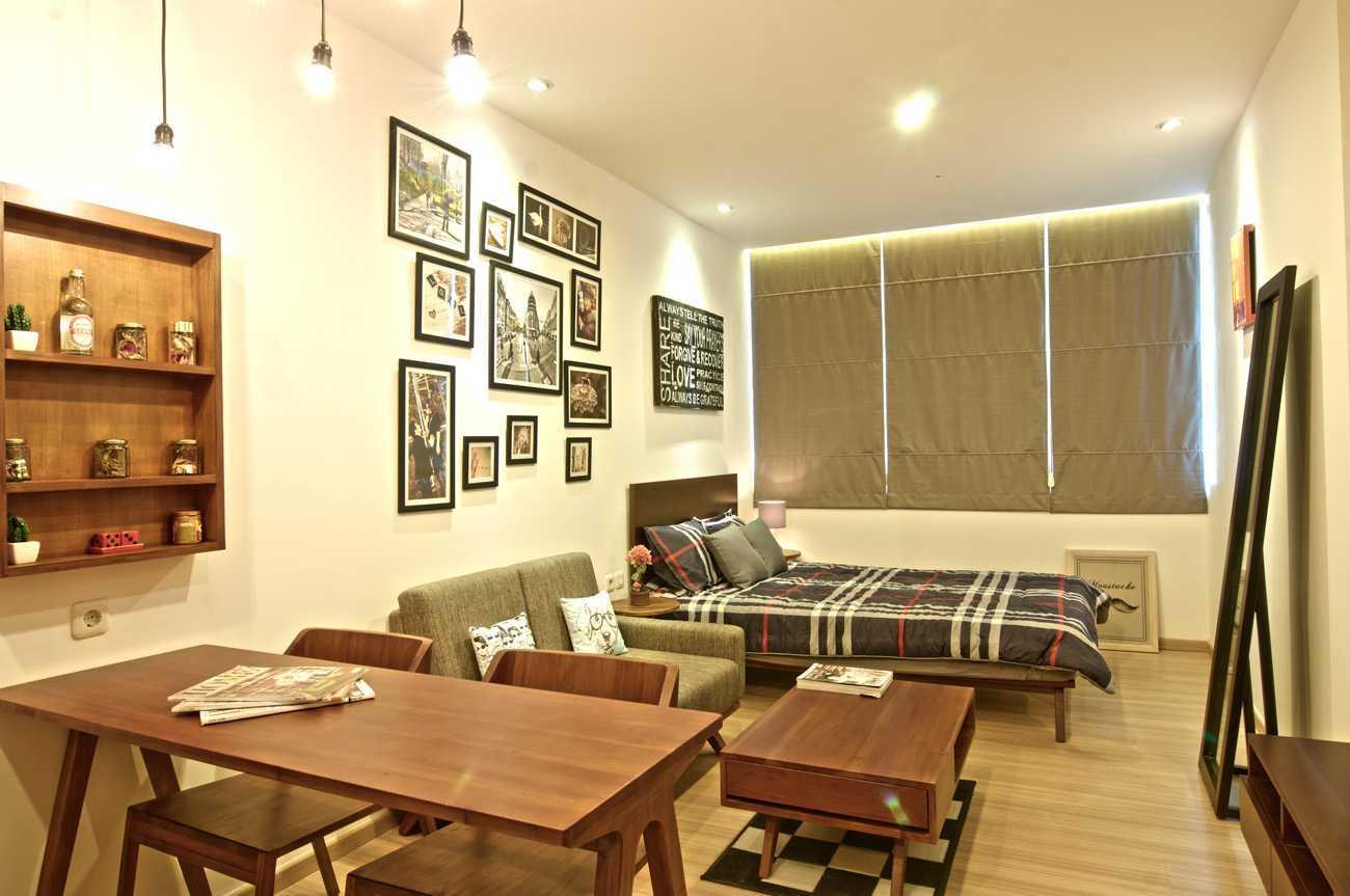Foto inspirasi ide desain apartemen tropis Pasar baru mansion oleh Pureline Living di Arsitag