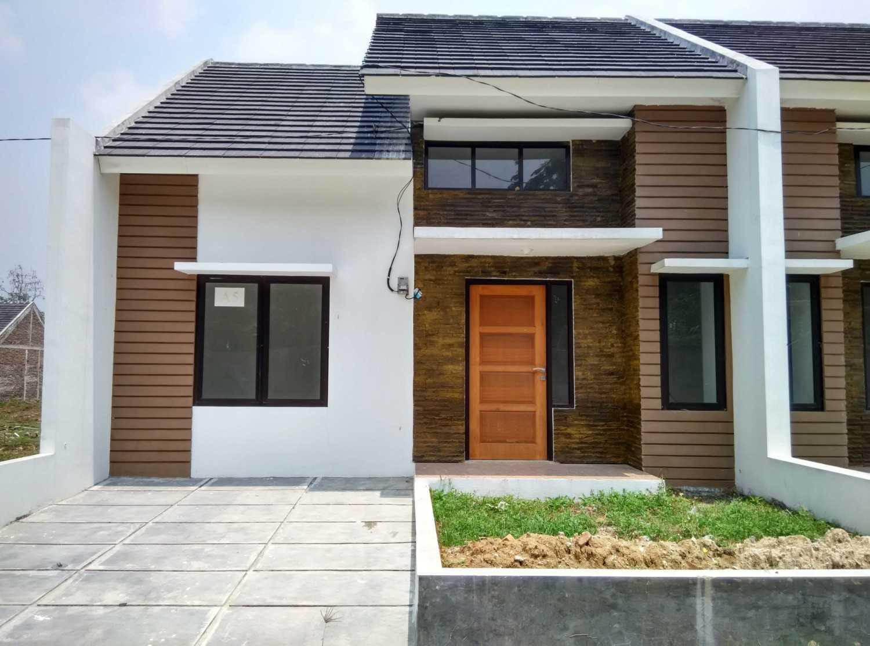 Delyuzir Architects Ayani Residence - Rangkasbitung Rangkasbitung, Kabupaten Lebak, Banten, Indonesia Rangkasbitung, Kabupaten Lebak, Banten, Indonesia Front View  46229