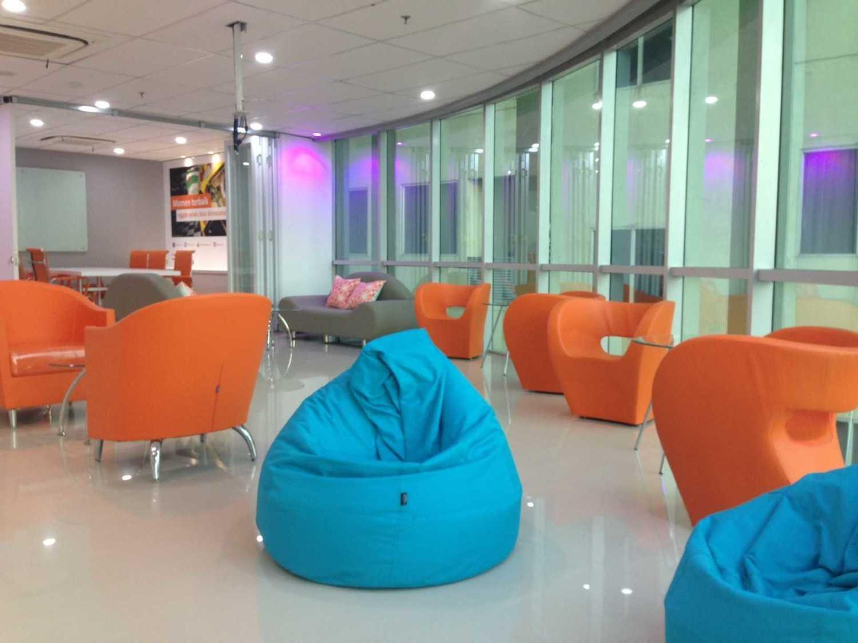 Roemah Cantik Marketing Office Palembang, Kota Palembang, Sumatera Selatan, Indonesia Palembang, Kota Palembang, Sumatera Selatan, Indonesia Seating Area Modern 43140