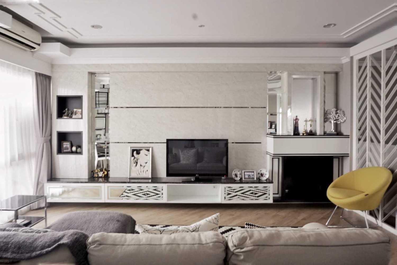 Ruang Putih Design & Build J Apartment Daerah Khusus Ibukota Jakarta, Indonesia Daerah Khusus Ibukota Jakarta, Indonesia Family Room  43072