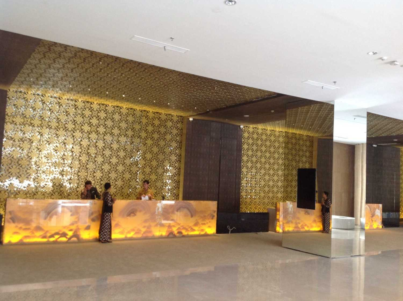 Foto inspirasi ide desain lobby asian Receptionist area oleh PT.Buana Pratama Interindo di Arsitag