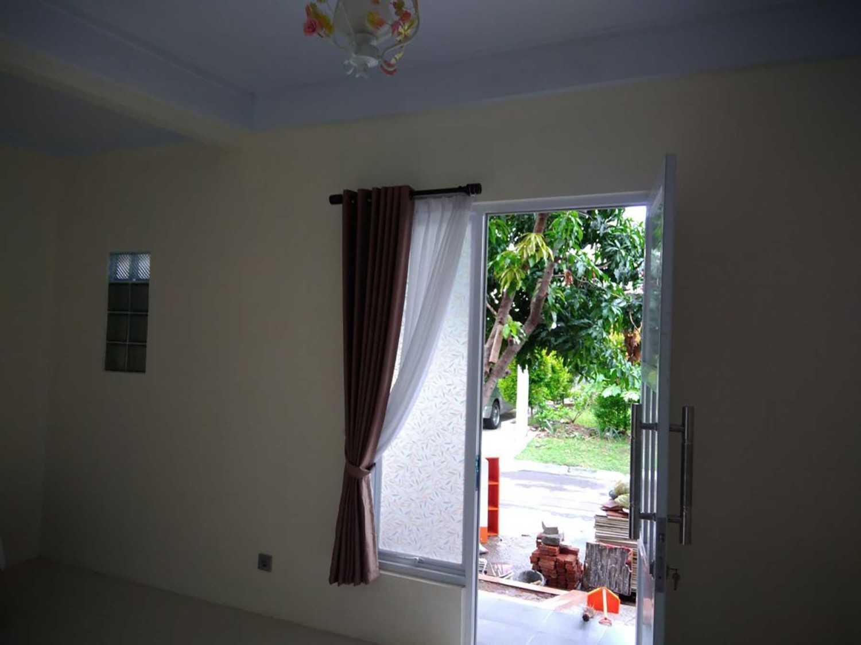 Arch.co Sc House Bekasi, Kota Bks, Jawa Barat, Indonesia Bekasi, Kota Bks, Jawa Barat, Indonesia Entrance Door  45859