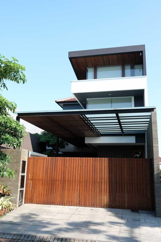 Saga Contractor Rumah Tinggal Minimalis Kota Sby, Jawa Timur, Indonesia Kota Sby, Jawa Timur, Indonesia Rumah Tinggal Minimalis - Exterior Minimalist 44713