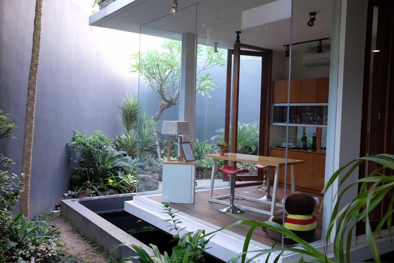 Saga Contractor Rumah Tinggal Minimalis Kota Sby, Jawa Timur, Indonesia Kota Sby, Jawa Timur, Indonesia Rumah Tinggal Minimalis - Living Room  44714