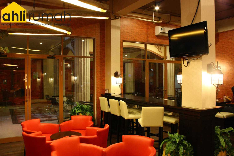 Ahlirumah.id Interior - G8 Shop Jakarta, Daerah Khusus Ibukota Jakarta, Indonesia  Seating Area Restaurant  49178