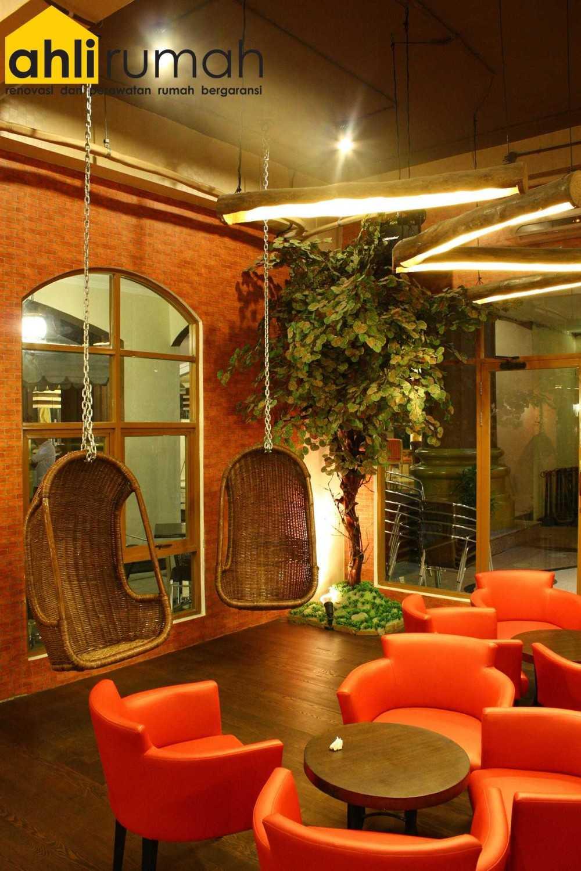 Ahlirumah.id Interior - G8 Shop Jakarta, Daerah Khusus Ibukota Jakarta, Indonesia  Seating Area Restaurant  49179