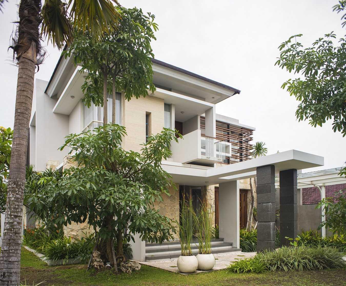 Satuvista Architect Rumah Tropis Hook Kabupaten Jombang, Jawa Timur, Indonesia Jawa Timur, Indonesia Facade View  48711