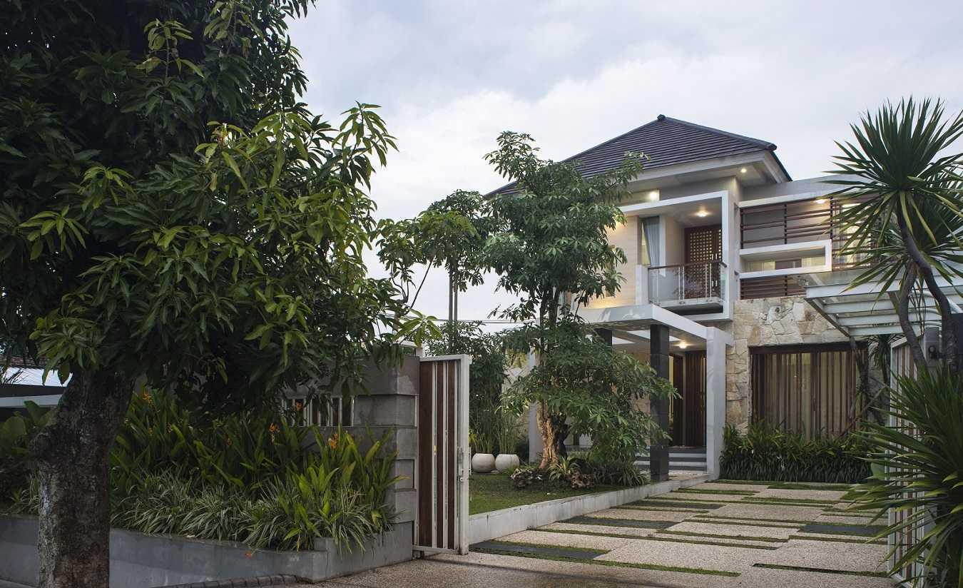 Satuvista Architect Rumah Tropis Hook Kabupaten Jombang, Jawa Timur, Indonesia Jawa Timur, Indonesia Exterior Night View  48712