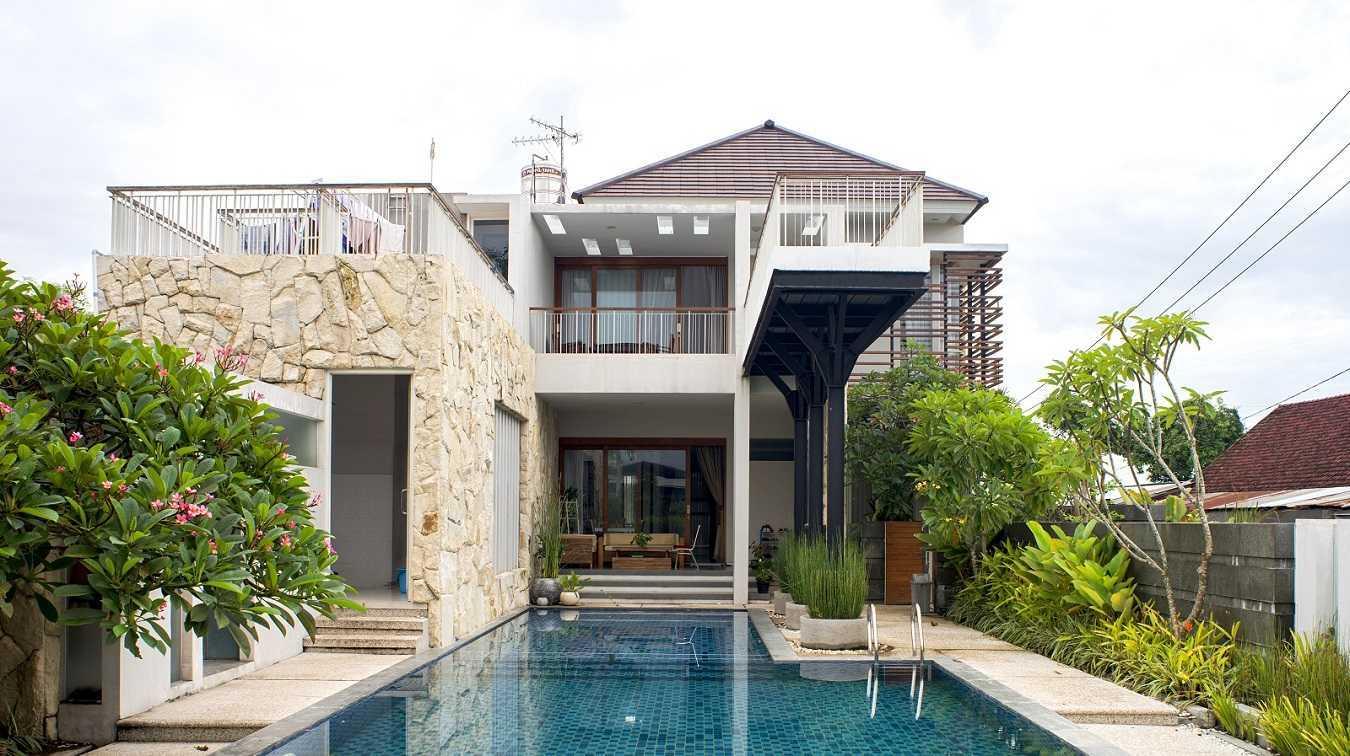 Satuvista Architect Rumah Tropis Hook Kabupaten Jombang, Jawa Timur, Indonesia Jawa Timur, Indonesia Backyard View  48715
