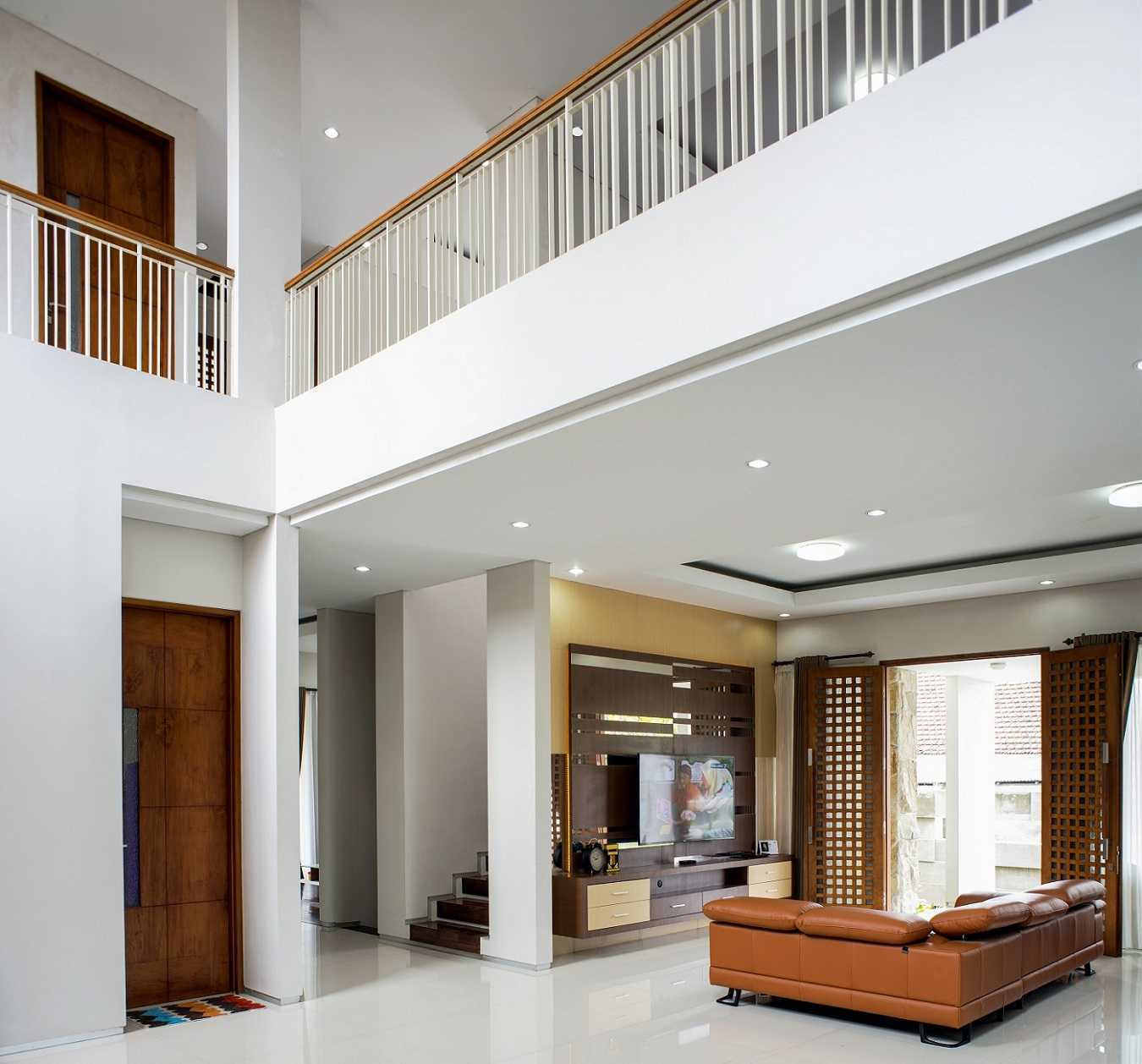 Satuvista Architect Rumah Tropis Hook Kabupaten Jombang, Jawa Timur, Indonesia Jawa Timur, Indonesia Family Room  48717