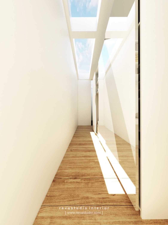 Foto inspirasi ide desain koridor dan lorong Corridor oleh Revano Satria di Arsitag