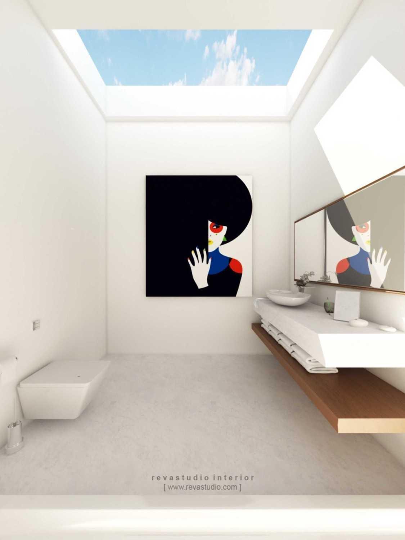Foto inspirasi ide desain kamar mandi Bathroom oleh Revano Satria di Arsitag