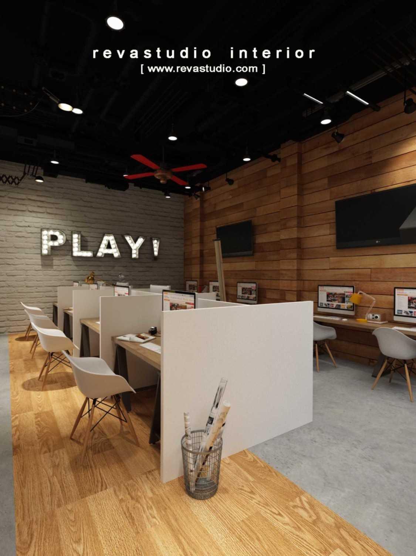 Foto inspirasi ide desain ruang kerja Staff room oleh Revano Satria di Arsitag